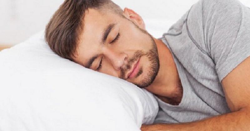 Jadi, seseorang harus tidur telentang untuk menghindari keriput di wajah.