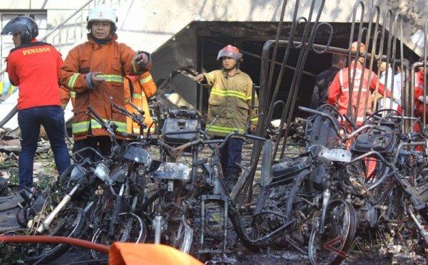 https: img.okeinfo.net content 2018 05 13 15 1897795 mobil-rusak-akibat-bom-surabaya-bisa-di-cover-asuransi-DBKlZqP0sD.jpg