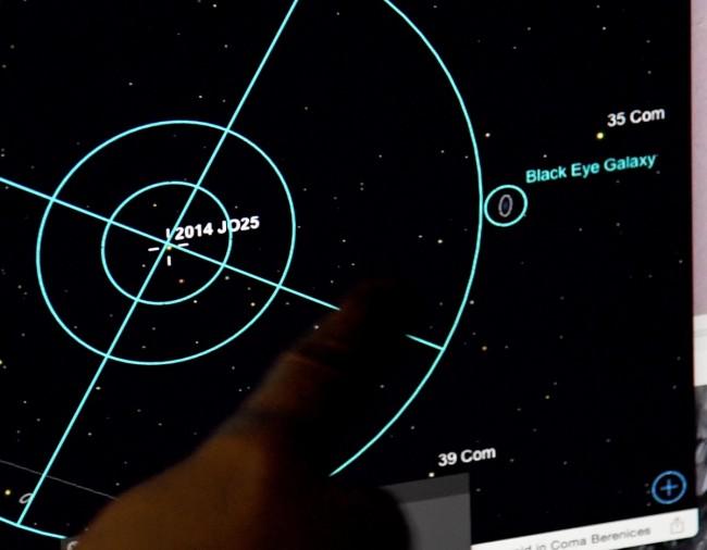 https: img.okeinfo.net content 2018 05 14 56 1898279 asteroid-sebesar-lapangan-bola-tengah-mendekati-bumi-ZHOUjRrPeV.jpg