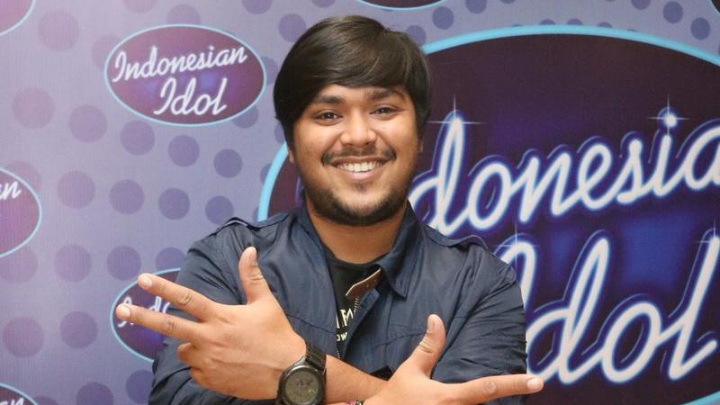 https: img.okeinfo.net content 2018 05 16 205 1899216 lulus-dari-indonesian-idol-2018-abdul-idol-coba-tulis-lagu-sendiri-ZKyoKSkOhF.jpg