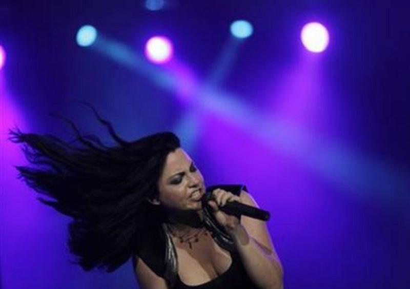 https: img.okeinfo.net content 2018 05 17 194 1899445 5-rocker-wanita-terbaik-dunia-salah-satunya-amy-lee-dari-evanescence-aUWm9XnAXb.jpg