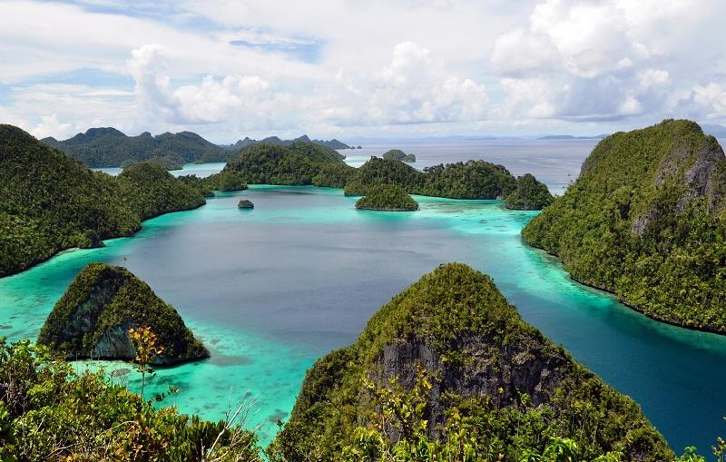 https: img.okeinfo.net content 2018 05 17 406 1899652 foto-foto-ini-buktikan-pulau-wayag-bak-surga-kecil-yang-jatuh-ke-bumi-3WS7sqSDjk.jpg