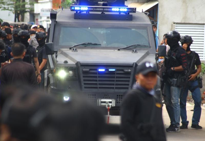 https: img.okeinfo.net content 2018 05 17 519 1899316 3-terduga-teroris-yang-ditangkap-di-probolinggo-terlibat-bom-surabaya-dan-sidoarjo-qxmEwa7apX.jpg