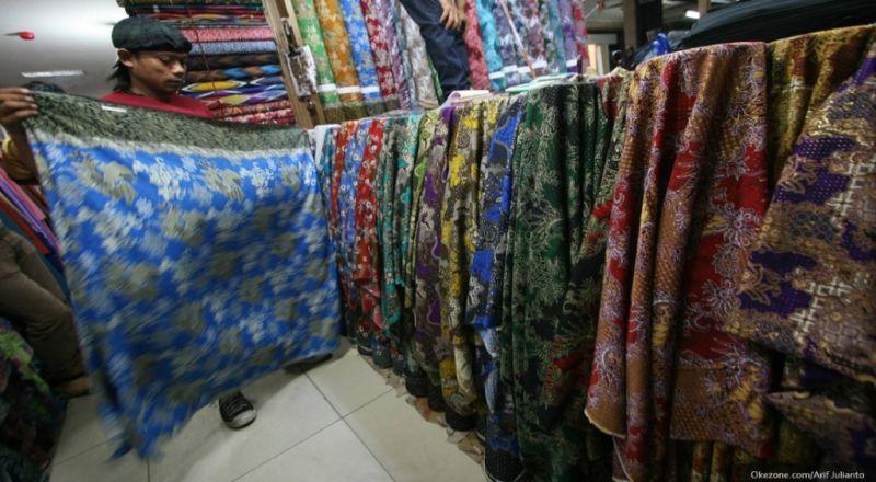 https: img.okeinfo.net content 2018 05 18 320 1899727 kuasai-pasar-dunia-ekspor-batik-indonesia-tembus-rp820-4-miliar-o9CM0u3dKC.jpg