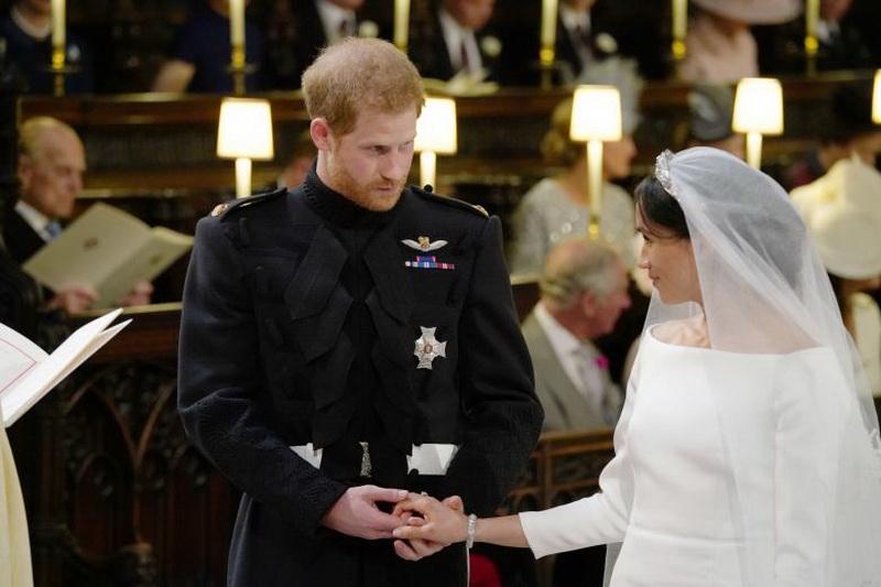 https: img.okeinfo.net content 2018 05 19 33 1900317 resmi-menikah-pangeran-harry-dan-meghan-keliling-kota-windsor-CqbVENNfc0.jpg