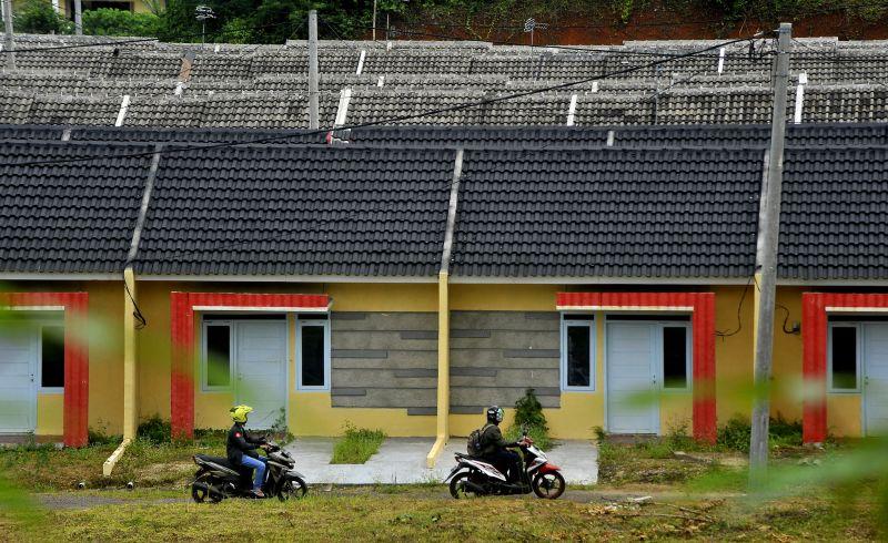 Cat Rumah Warna Gelap Menyerap Panas Arsitektur Arsitektur
