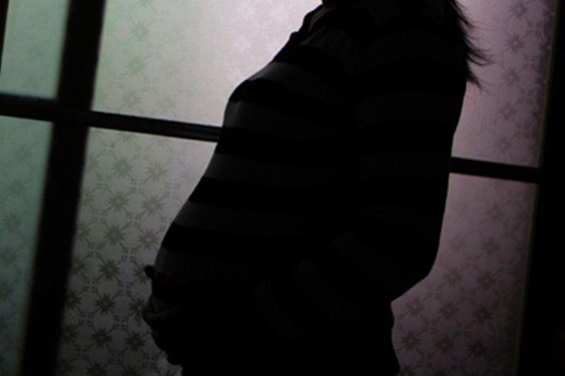 https: img.okeinfo.net content 2018 05 24 481 1902033 ini-bahayanya-ibu-hamil-yang-merokok-GAMsPrUZIl.jpg