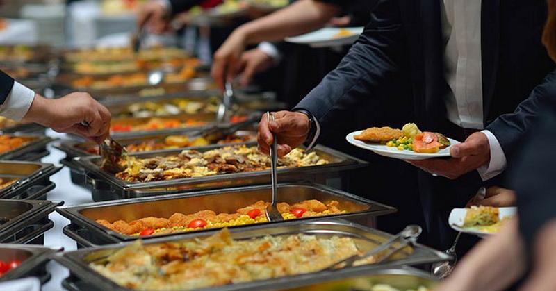 https: img.okeinfo.net content 2018 05 25 298 1902772 ini-sajian-buffet-iftar-mewah-di-restoran-hotel-terbaik-di-jakarta-ttwLgjXBlm.jpg