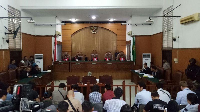 https: img.okeinfo.net content 2018 05 25 338 1902559 pengacara-klaim-aman-abdurahman-bukan-dalang-aksi-teror-di-indonesia-opn3ZQWkDR.jpeg