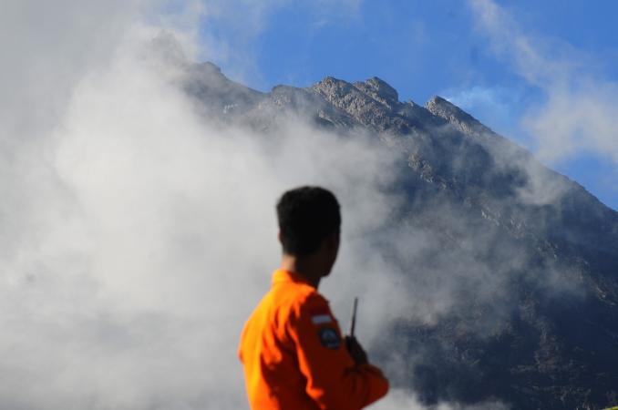https: img.okeinfo.net content 2018 05 25 510 1902489 gunung-merapi-kembali-aktif-berikut-tiga-hal-yang-perlu-diketahui-terkait-erupsi-Iz9PTHtkD9.jpg