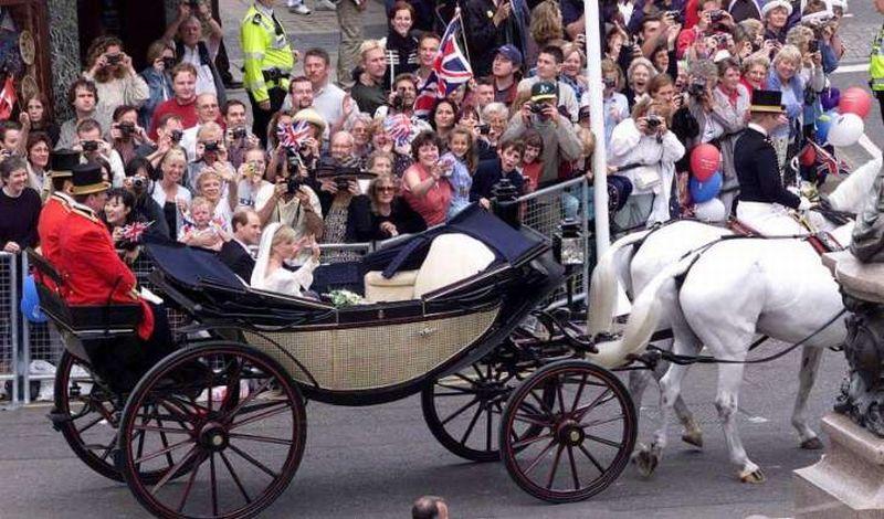 https: img.okeinfo.net content 2018 05 30 196 1904630 soal-jumlah-penonton-royal-wedding-di-inggris-siapa-pasangan-juaranya-DVy1Q6oeIX.jpg