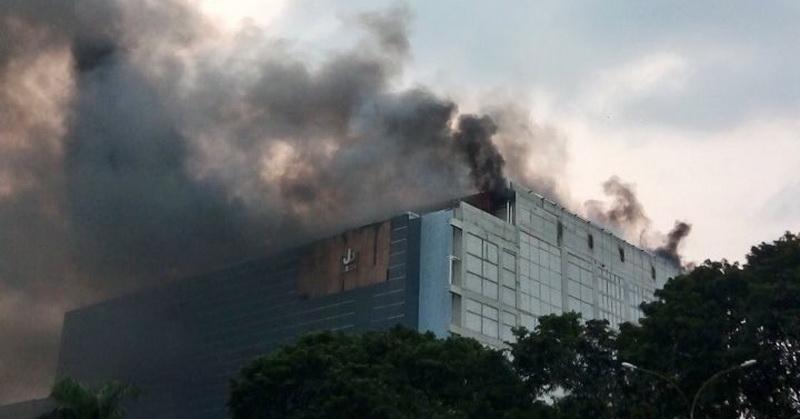 https: img.okeinfo.net content 2018 06 05 207 1906955 kebakaran-prj-kemayoran-netizen-ucap-doa-di-twitter-vBIyPPjoYX.jpg