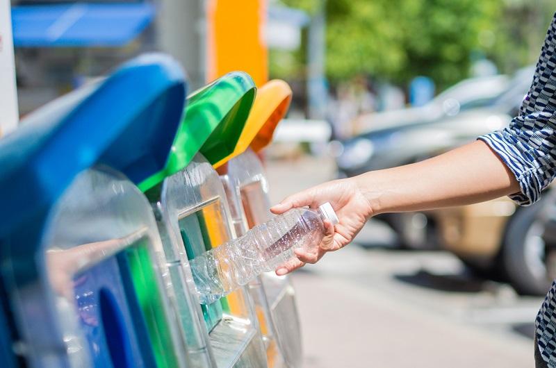 Endah sangat memotivasi kaum perempuan dari berbagai kalangan untuk mengumpulkan sampah.