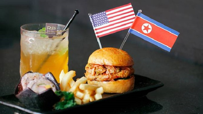https: img.okeinfo.net content 2018 06 07 298 1907822 sambut-pertemuan-trump-kim-jong-un-restoran-di-singapura-suguhkan-menu-menu-unik-2wHXGSTSUS.jpg