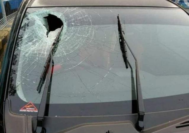 https: img.okeinfo.net content 2018 06 08 15 1908238 mobil-rusak-dilempari-batu-di-tol-japek-bisakah-di-cover-asuransi-5gZuYyeui6.jpg