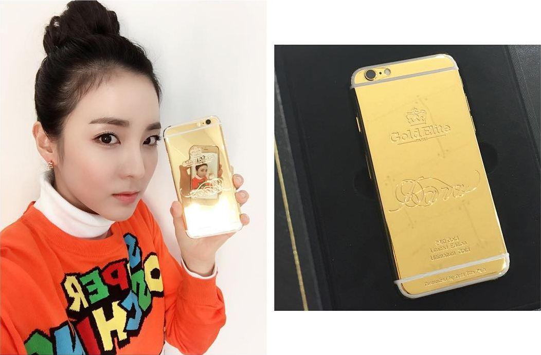 https: img.okeinfo.net content 2018 06 08 194 1908324 case-handphone-dari-emas-super-mahal-ala-bintang-kpop-bernilai-hingga-ratusan-juta-0vAf9N5nqt.jpg