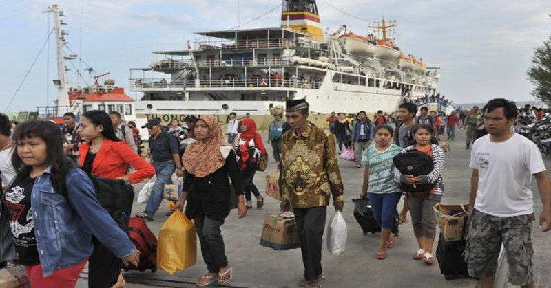 https: img.okeinfo.net content 2018 06 13 320 1910174 puncak-arus-mudik-89-pemudik-ferry-telah-tinggalkan-pulau-jawa-8GOgtRmhAP.jpg