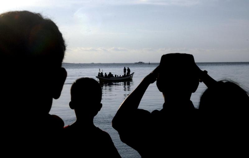https: img.okeinfo.net content 2018 06 14 340 1910311 2-bocah-korban-hilang-kapal-tenggelam-di-makassar-ditemukan-tewas-ZdbGfnGopg.jpg