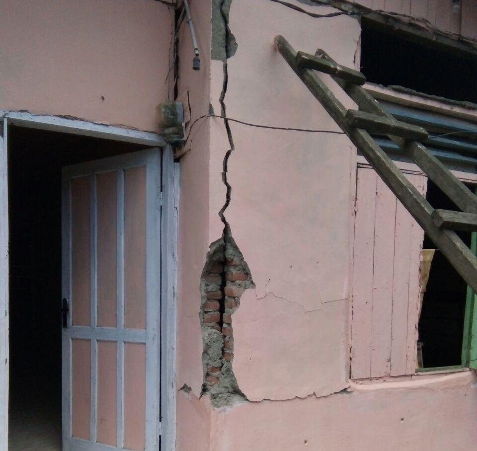 https: img.okeinfo.net content 2018 06 14 519 1910286 puluhan-rumah-rusak-akibat-gempa-di-sumenep-tersebar-dalam-3-kecamatan-ini-QvgCd1WxLx.jpg