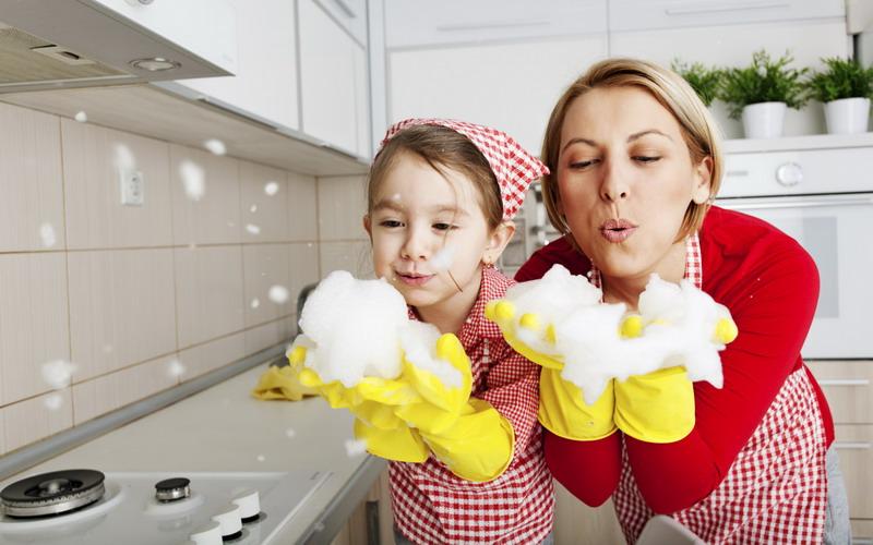 Anak Bersih Bersih Rumah