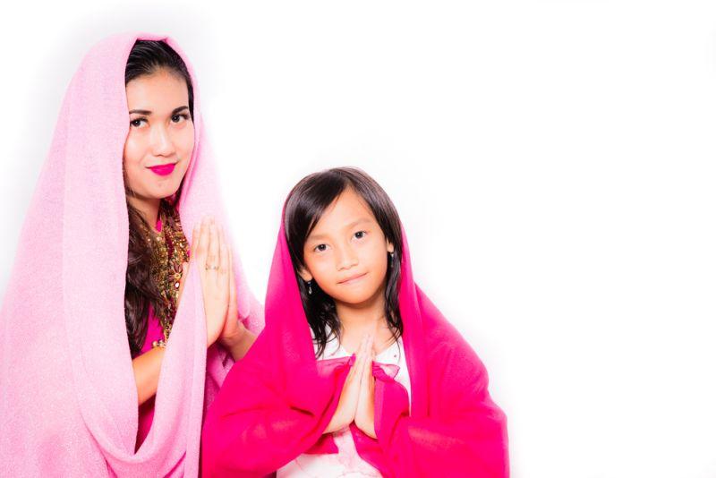 https: img.okeinfo.net content 2018 06 17 196 1911054 pakai-hijab-seharian-ini-7-trik-biar-rambut-tak-lepek-3SxTuKl29i.jpg