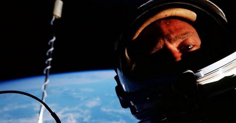 https: img.okeinfo.net content 2018 06 22 56 1912848 buzz-aldrin-foto-selfie-pertama-di-luar-angkasa-pada-1966-5HWl334dsE.jpg