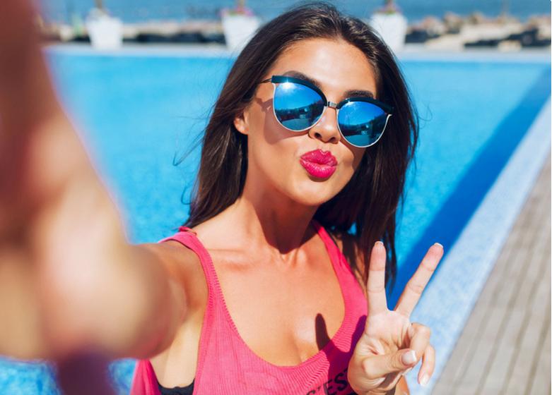 https: img.okeinfo.net content 2018 06 25 194 1913496 gaya-selfie-seseorang-bisa-tunjukkan-kepribadian-loh-anda-yang-mana-MdKjjuoe5F.png