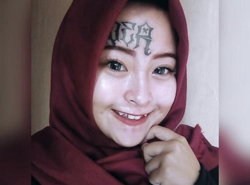 https: img.okeinfo.net content 2018 06 26 196 1914086 kisah-hijrah-menyentuh-hati-iska-randy-mantan-anak-punk-yang-punya-tato-di-wajah-DBRmSbPDT5.jpg