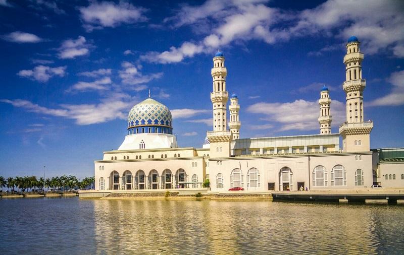 https: img.okeinfo.net content 2018 06 27 406 1914691 masjid-kinabalu-ditutup-lagi-untuk-wisatawan-gara-gara-aksi-heboh-2-wanita-D2CKovvoEN.jpeg