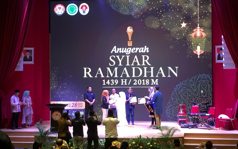 https: img.okeinfo.net content 2018 06 28 598 1915213 lewat-ajang-anugerah-syiar-ramadhan-2018-komisi-penyiaran-indonesia-berikan-13-penghargaan-26G06Q9QSa.jpg