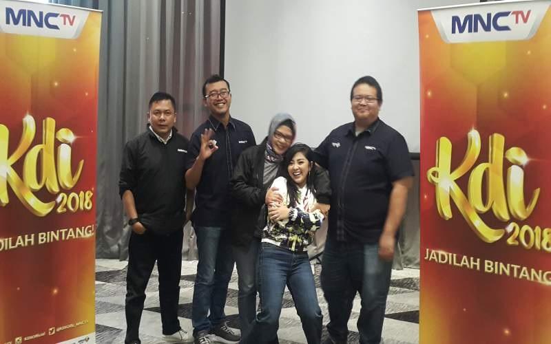 https: img.okeinfo.net content 2018 07 01 598 1916245 ribuan-peserta-ikuti-audisi-kdi-mnc-tv-di-dermaga-point-palembang-bOJ6XHqX10.jpg