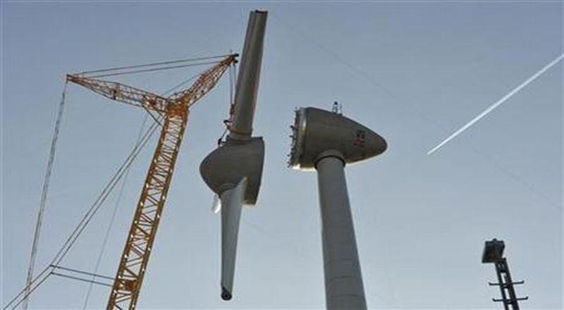 https: img.okeinfo.net content 2018 07 02 320 1916481 diresmikan-jokowi-ri-miliki-pembangkit-listrik-tenaga-angin-terbesar-di-asean-gsVonxbuiC.jpg