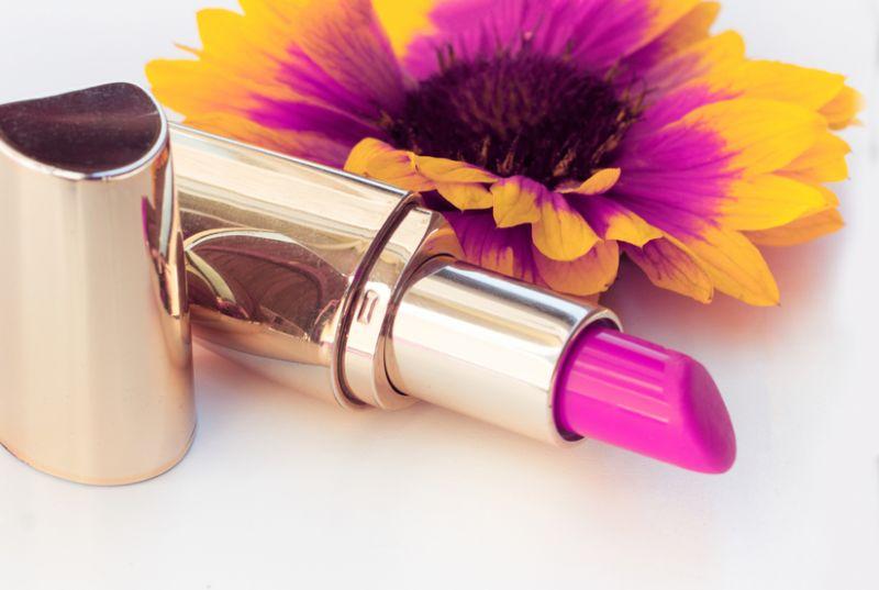 https: img.okeinfo.net content 2018 07 03 194 1917025 5-deretan-lipstik-termahal-di-dunia-harganya-ada-yang-dibanderol-rp200-juta-cX5ECZXDMP.jpg