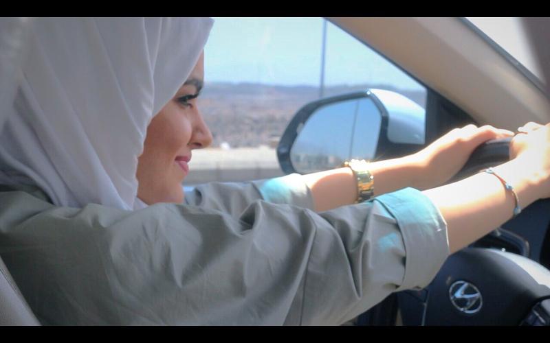 https: img.okeinfo.net content 2018 07 03 196 1917418 rayakan-izin-mengemudi-ini-yang-dilakukan-perempuan-arab-saudi-di-jalanan-zNrVEQ86ET.jpg