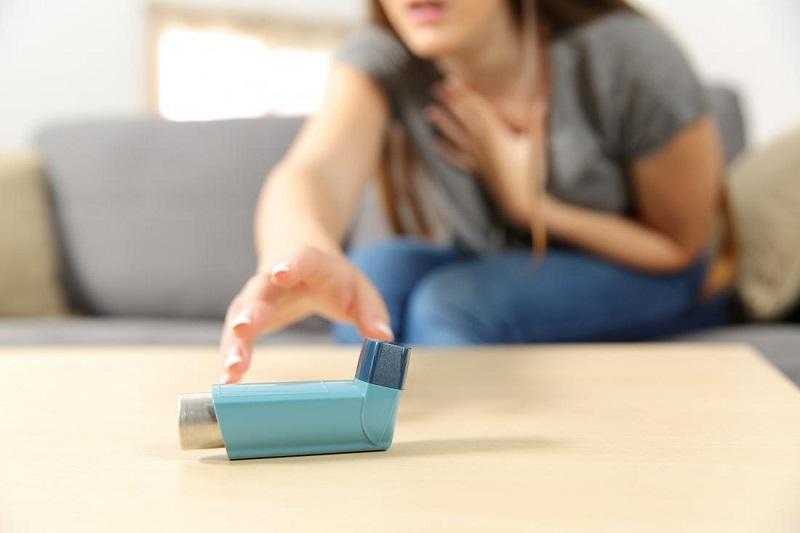 https: img.okeinfo.net content 2018 07 03 481 1917388 6-cara-mengatasi-serangan-asma-tanpa-bantuan-inhaler-W8K0vr5e4R.jpg