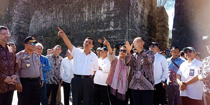 https: img.okeinfo.net content 2018 07 05 20 1918367 aksi-sri-mulyani-dan-menko-luhut-ajak-presiden-bank-dunia-ke-gwk-6ffVctT4Ni.jpg