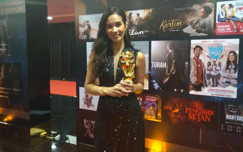 https: img.okeinfo.net content 2018 07 05 206 1918035 marsha-timothy-dinobatkan-sebagai-pemeran-utama-wanita-terbaik-ima-awards-2018-vth8KkP6bg.jpg