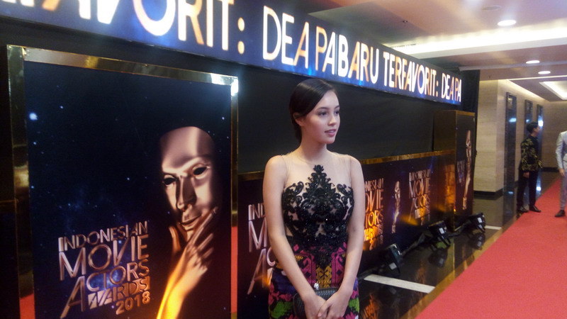 https: img.okeinfo.net content 2018 07 05 206 1918036 hadiri-ima-awards-anggika-bolsterli-kita-harus-support-film-indonesia-8np1B4XMuU.jpg