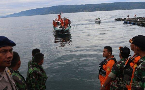 https: img.okeinfo.net content 2018 07 05 340 1918550 tragedi-km-sinar-bangun-kadishub-samosir-bakal-diperiksa-polisi-SDkbRAzsgH.jpg