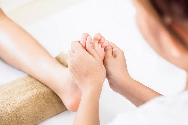 memaparkan bekam menjadi juga salah satu alat dalam terapi alternatif.