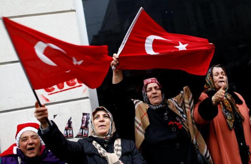 https: img.okeinfo.net content 2018 07 08 18 1919561 diduga-dukung-kelompok-teroris-turki-pecat-lebih-dari-18-000-pegawai-negeri-4EdjXcImTw.jpg