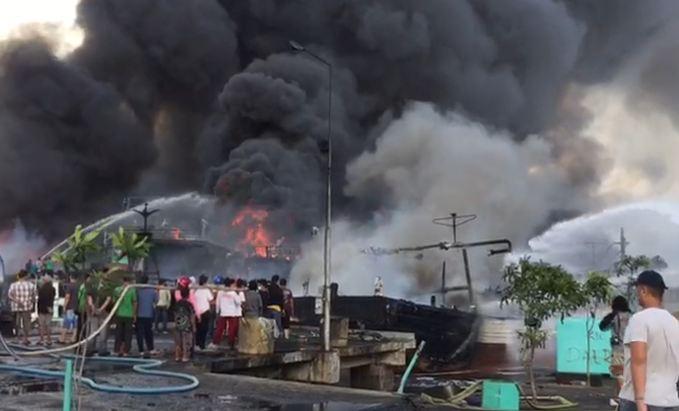 https: img.okeinfo.net content 2018 07 09 340 1919761 39-kapal-nelayan-terbakar-di-pelabuhan-benoa-bali-nZutyD6Jr3.JPG