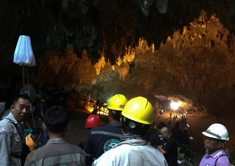 https: img.okeinfo.net content 2018 07 10 18 1920516 tim-penyelamat-berhasil-keluarkan-korban-ke-10-dari-gua-di-thailand-ukPbwW0QXm.jpg