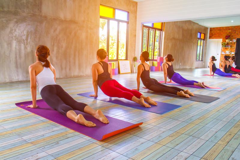 https: img.okeinfo.net content 2018 07 11 481 1921087 kombinasi-gerakan-yoga-seperti-ini-bisa-bikin-tidur-lebih-nyenyak-IALDKHjBB4.jpg