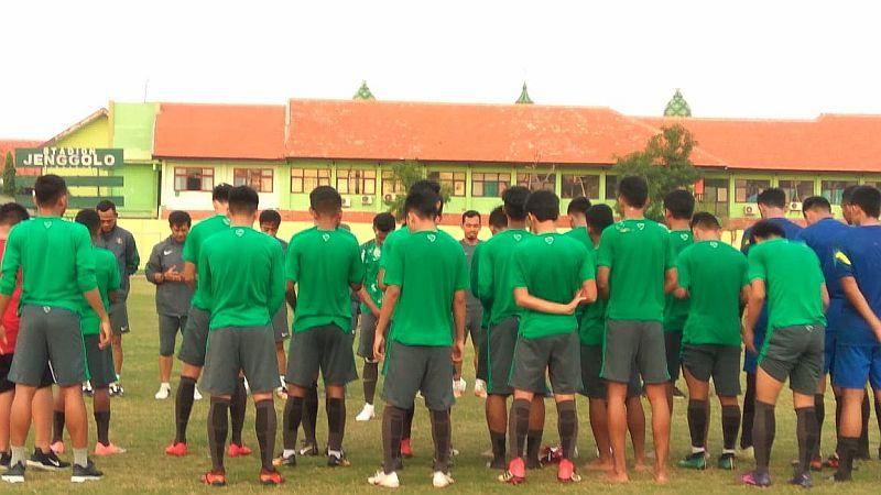 https: img.okeinfo.net content 2018 07 11 51 1921096 timnas-indonesia-u-19-siap-lahir-batin-lawan-malaysia-di-semifinal-NitqZjW0z7.jpg