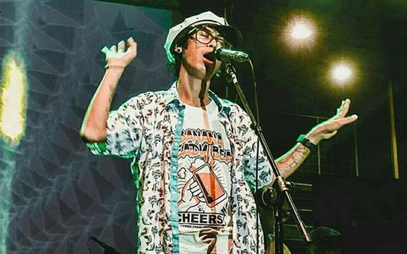 https: img.okeinfo.net content 2018 07 12 205 1921671 hebohkan-asia-lewat-musik-reggae-denny-frust-luncurkan-album-kedua-cisYW5pJPr.jpg