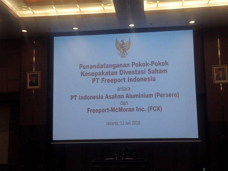 https: img.okeinfo.net content 2018 07 12 320 1921456 serahkan-saham-freeport-bos-adkerson-pakai-batik-cokelat-temui-sri-mulyani-57N7NU8TQi.jpg