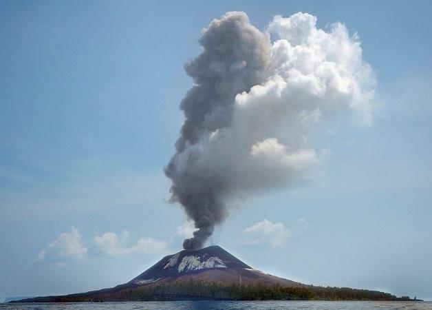 https: img.okeinfo.net content 2018 07 12 340 1921329 gunung-anak-krakatau-meletus-56-kali-status-masih-waspada-Uyy5g6TurZ.jpg