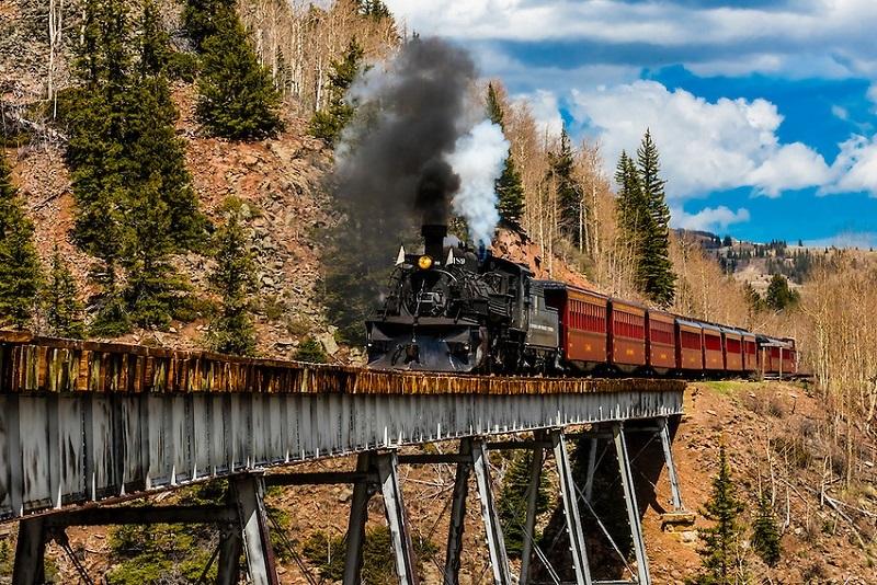 https: img.okeinfo.net content 2018 07 12 406 1921579 7-jalur-kereta-api-paling-menantang-di-dunia-berani-coba-43OsB9AQ3C.jpg