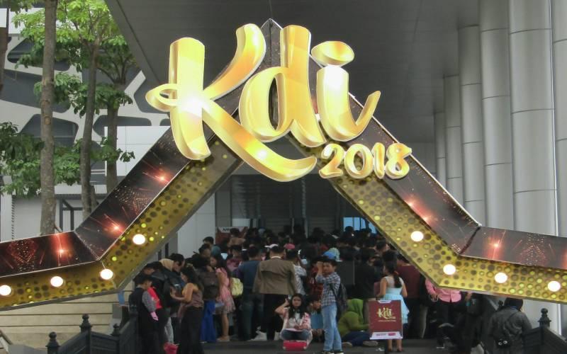 https: img.okeinfo.net content 2018 07 14 205 1922302 tiba-di-jakarta-audisi-kdi-2018-diserbu-ribuan-peserta-veEfbPPwjZ.jpg